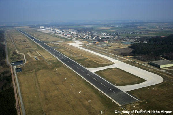 4-runway.jpg.390b65ec755b019a6da2737351b25159.jpg