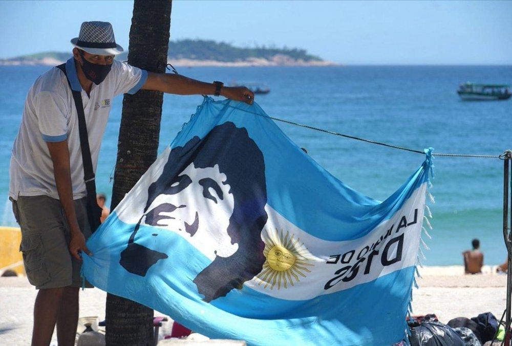 Maradona.thumb.jpeg.7eb141774a2a360e33e9b4a05da8bfb9.jpeg